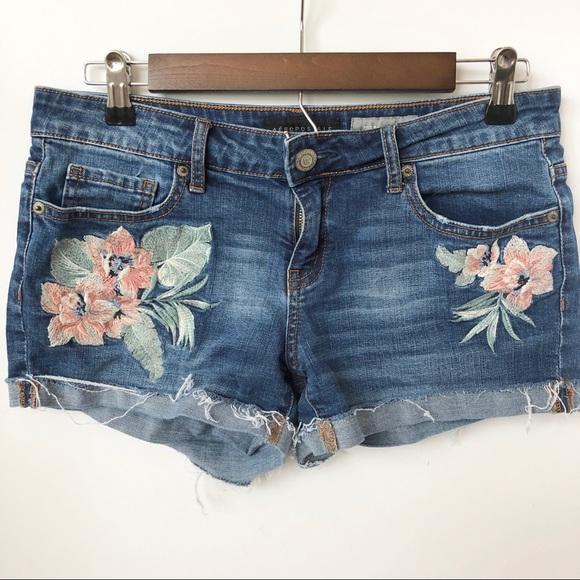 Aeropostale Pants - Aeropostale Shorty Shorts w/Floral Detail • Size 8